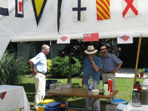 MMW COOK UP 2010, Paul Hartstone, Alan Tulloch and 'Sammy' Foulkes setting up the drinks table.