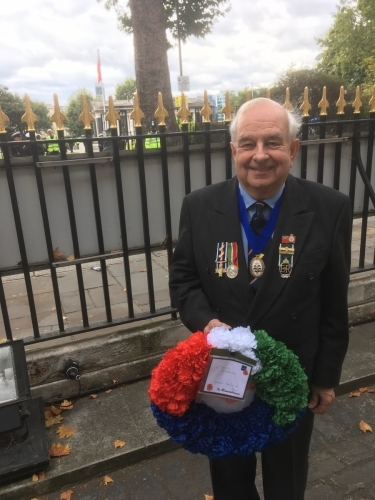 Martin Scott with MMW wreath MN Day 2018