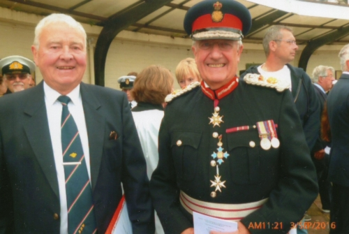 Richard Newall and Lord Lieutenant, Major General Martin White at Plaque unveiling.